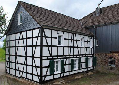 Projekt-Fassade-mit-Trespa-Dachdecker-Koeser-Wipperfuerth-nachher-1